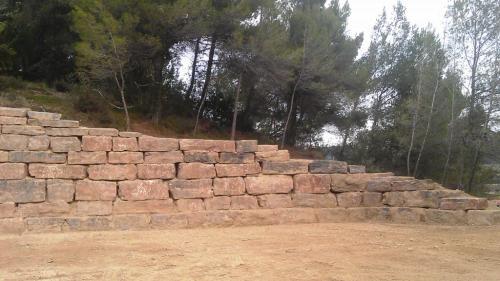 Muro rocalla hípica